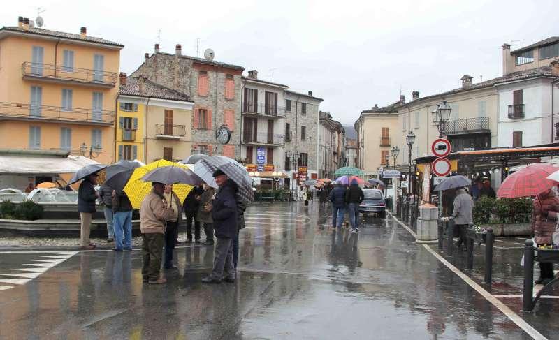Bobbio - piazza sotto la pioggia