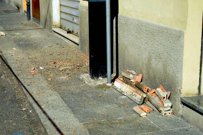 Caduta calcinacci in via Scalabrini (2)-800
