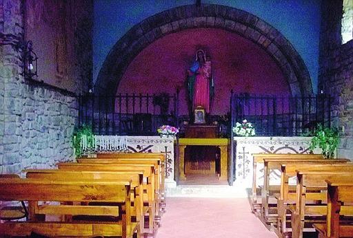 interno di una chiesa di montagna