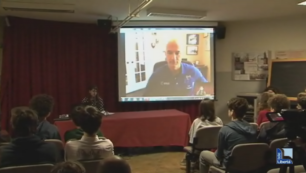 Luca Parmitano in collegamento con il liceo Gioia
