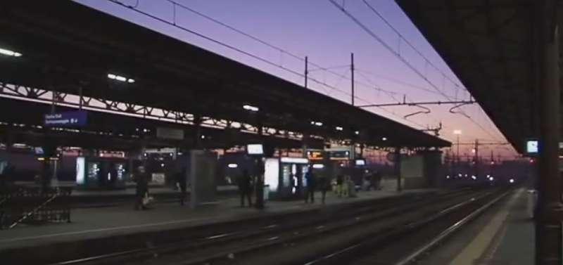 Stazione di notte  (6)-800