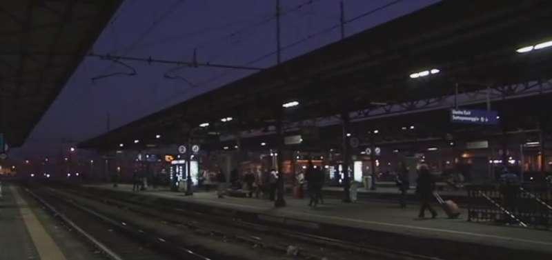Stazione di notte  (7)-800