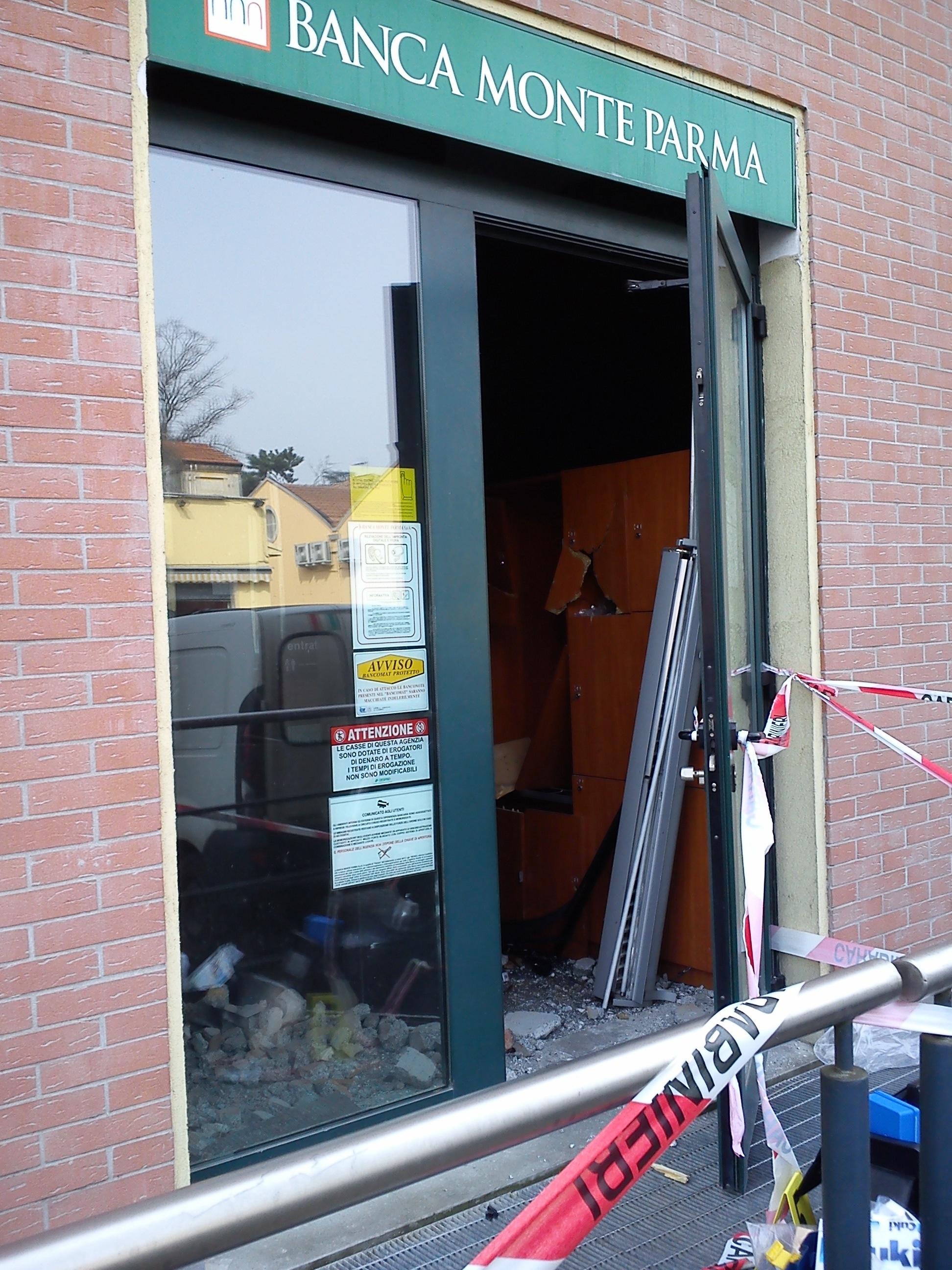 esplosione in banca a san nicolo