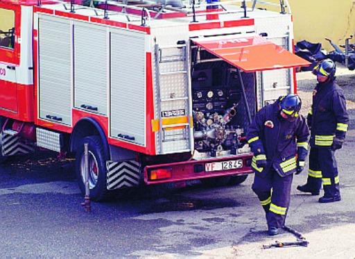 Vigili del fuoco incrociano le braccia: sciopero per le retribuzioni
