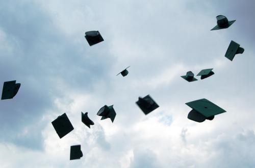 Festa di laurea, lancio del tocco