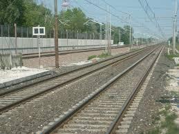 """""""Treno fermo due ore in aperta campagna"""". Disagi per i pendolari"""