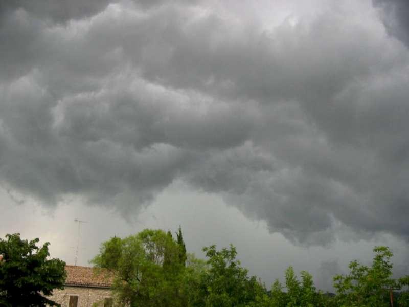 cielo nuvoloso e temporalesco-800