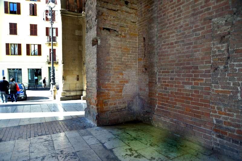 degrado a Palazzo Gotico-800