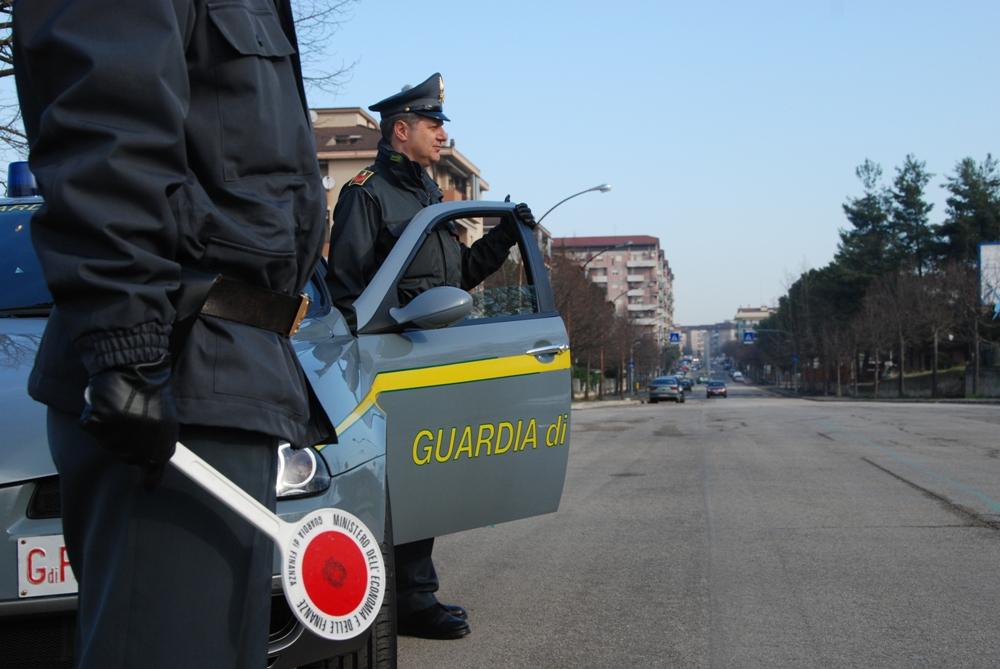 Furto e porto abusivo di armi, latitante romeno scovato a Piacenza