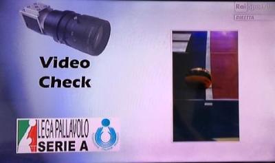 L'immagine del video check sul servizio di Buti nel corso del tie break