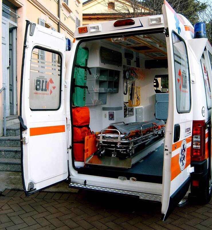 Calendasco, anziano salvato con il defibrillatore della piazza