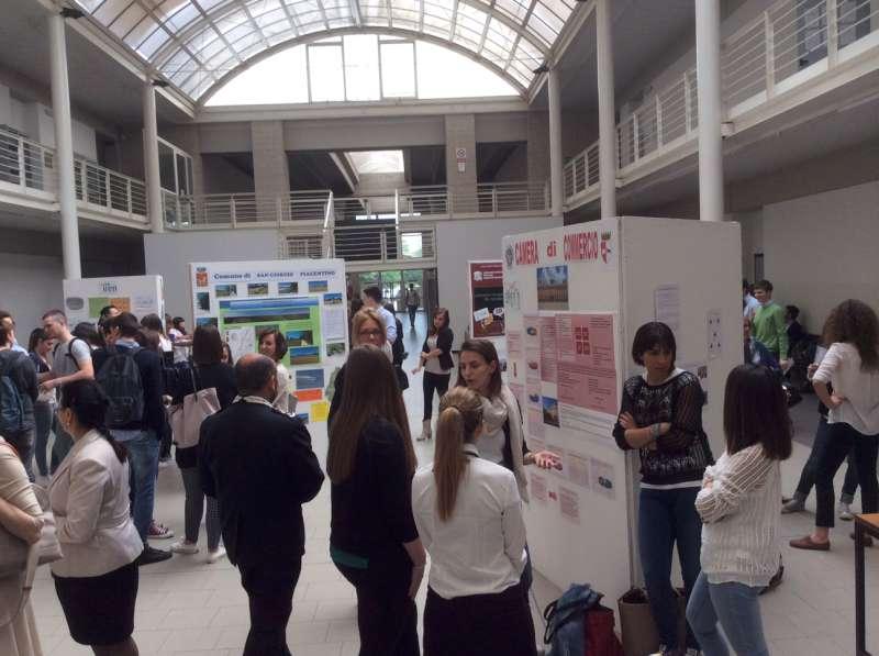 Cattolica, valore pubblico - Piazzetta economia- esposizione progetti (3)
