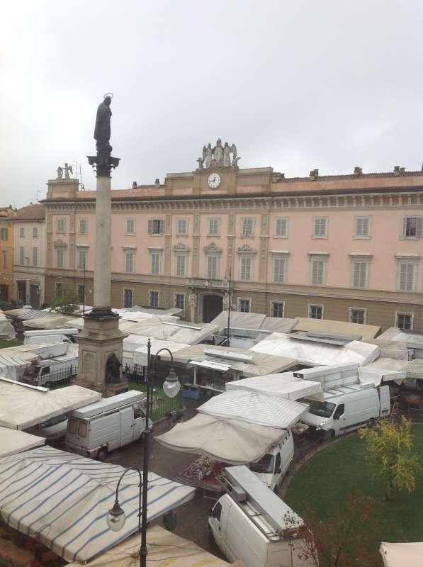 Mercato in Piazza Duomo