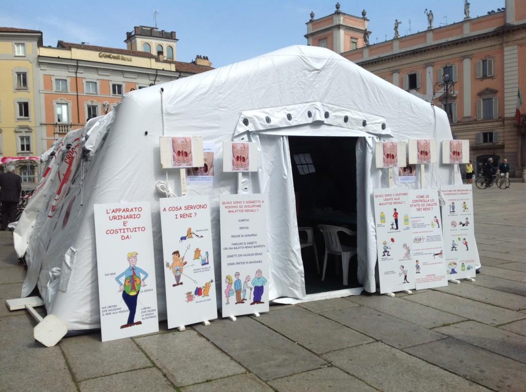 Prevenzione renale, Nefrologia e Dialisi, tenda in Piazza Cavalli