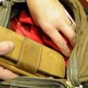 Le sfilano il borsellino sull'autobus, ma i soldi erano nella borsetta
