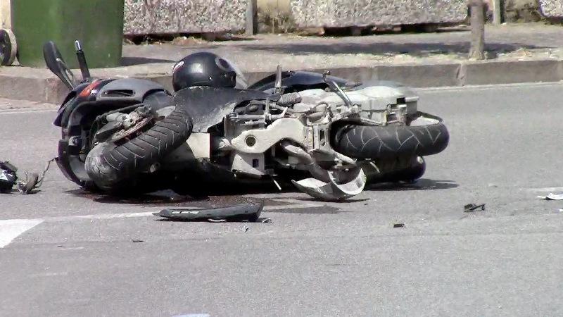 Immagine d'archivio di un incidente motociclistico