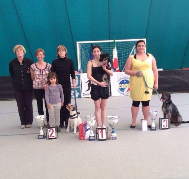 Il podio finale del campionato italiano di dog dance: a destra, Paola Bassi