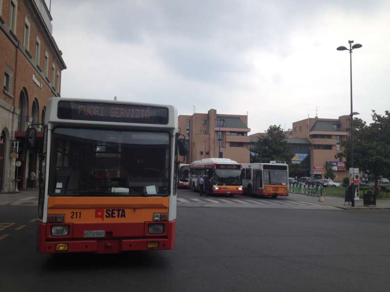 Autobus (3)-800