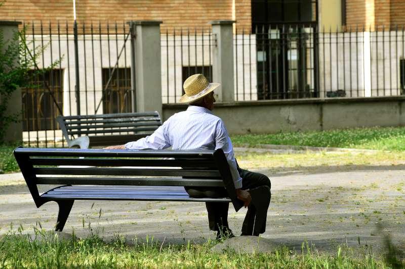 Estate, anziani soli (1)