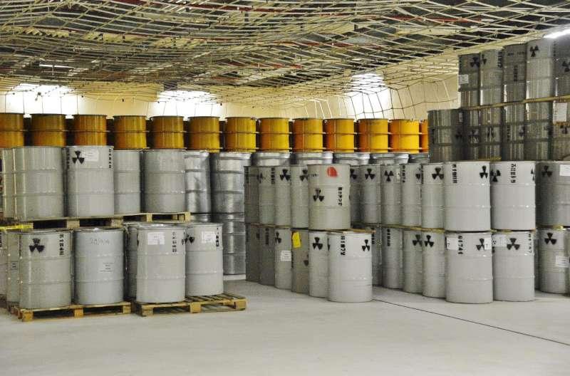 Fusti materiale radioattivo alla centrale nucleare di caorso-800
