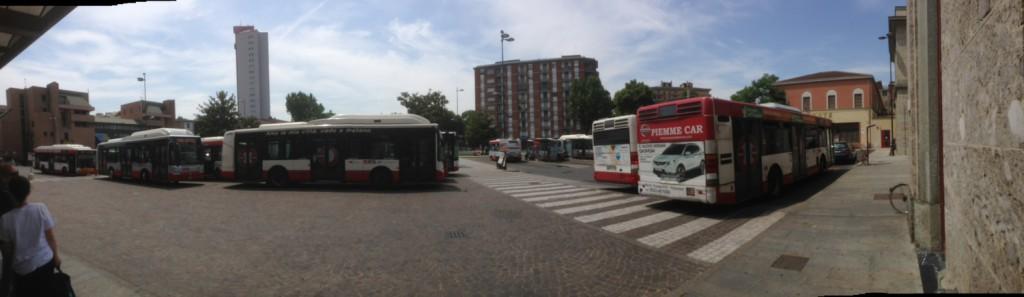 Autobus fermi in piazzale Marconi