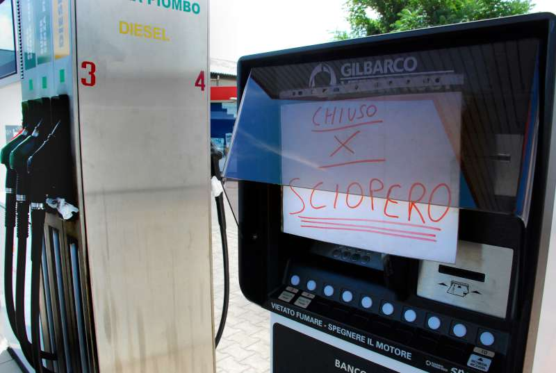 Sciopero benzinai distributori-800