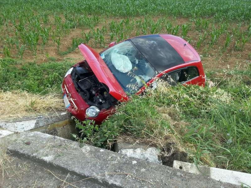 Auto ribaltata a Folignano