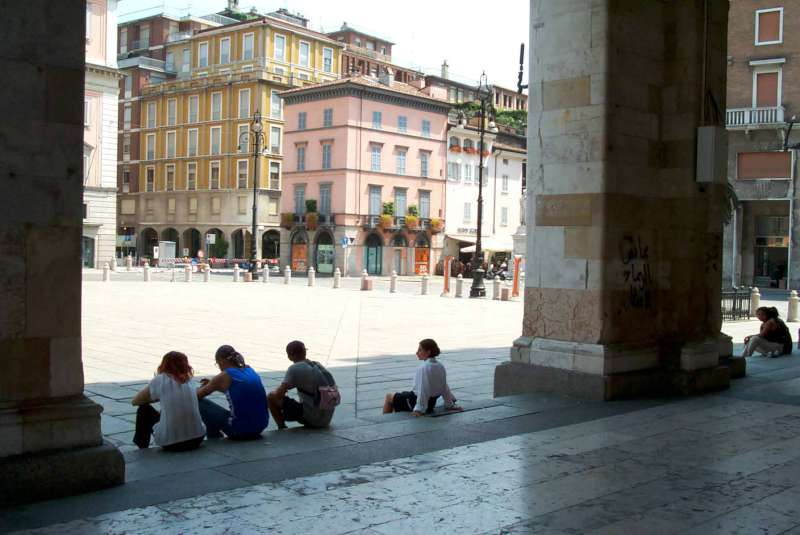 giovani in Piazza Cavalli-800