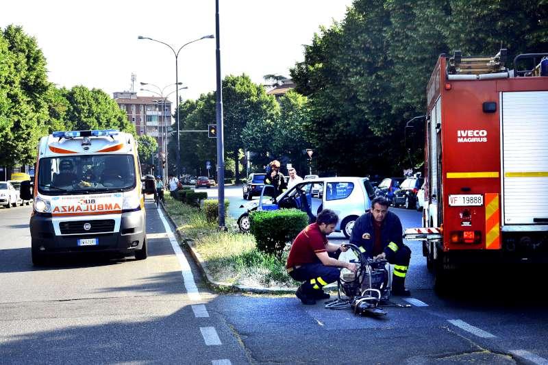 incidente stradale via Martiri della resistenza (1)