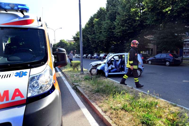 incidente stradale via Martiri della resistenza (2)