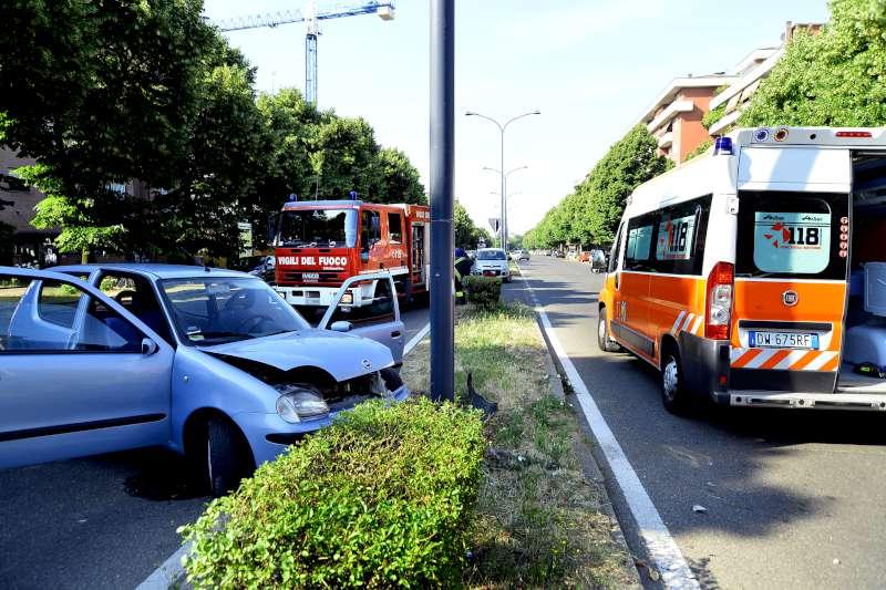 incidente stradale via Martiri della resistenza (3)