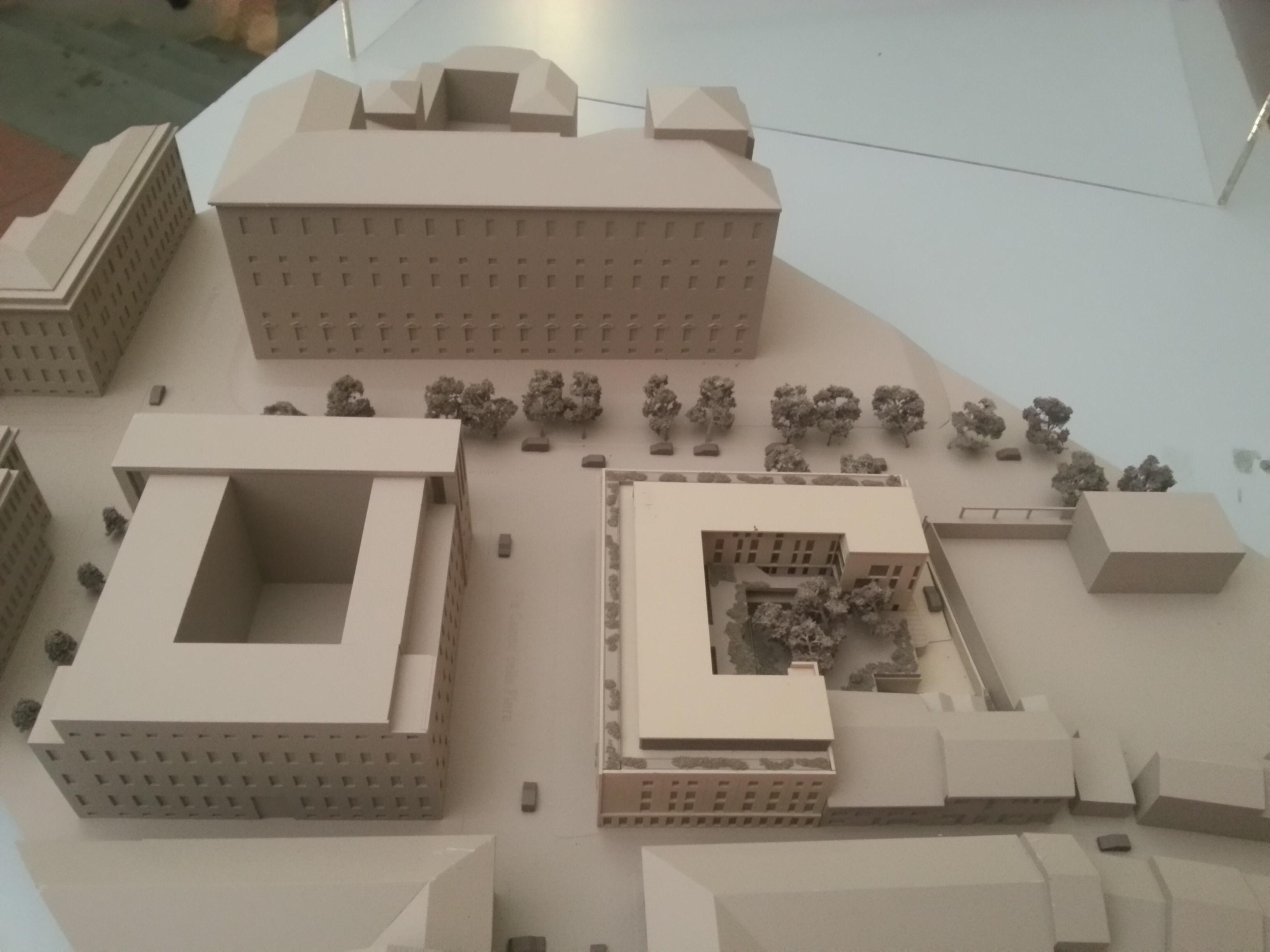 """Demolizione palazzo ex Enel dal 28 luglio. I cittadini: """"Salvare l'anfiteatro"""""""