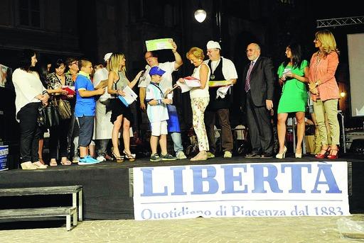 """Piazza Duomo incorona """"Il re della pizza"""": in festa tutta la città"""