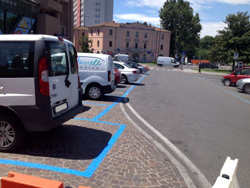 nuovi spazi blu a piazzale Marconi (1)
