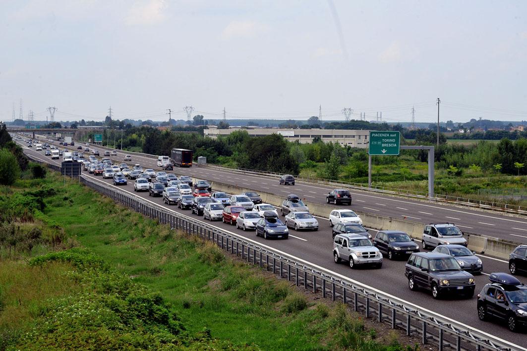 Autosole traffico bloccato direz. Sud - foto Lunini Piacenza