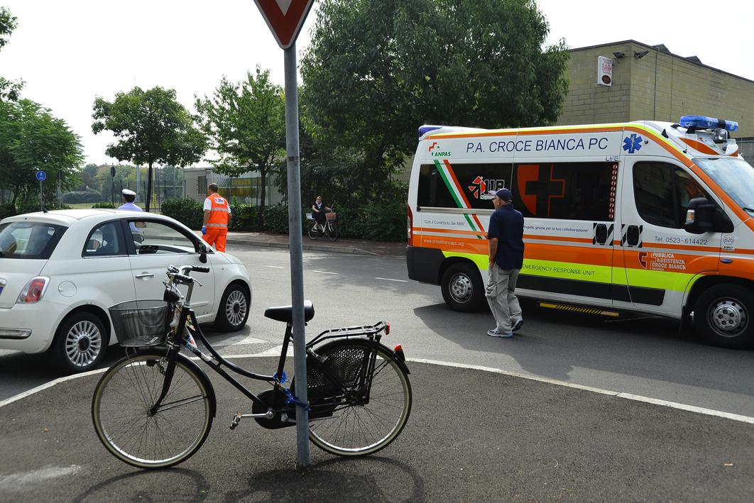 donna investita in bicicletta in via radini tedeschi