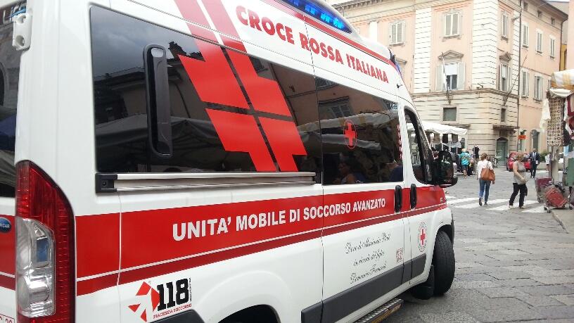 Ambulanza in piazza Cavalli
