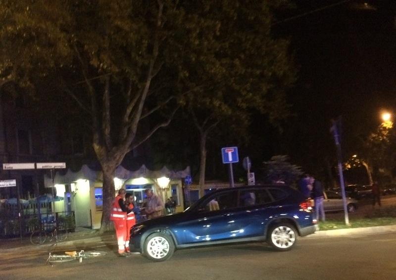 Ciclista al pronto soccorso travolto da un'automobile in zona Lupa