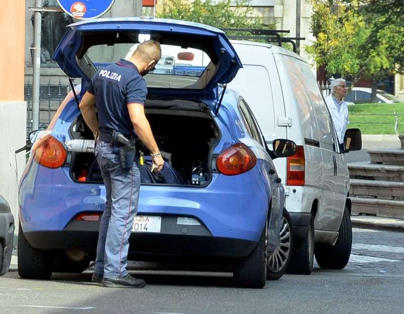 Polizia in piazza Duomo