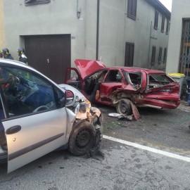 Pauroso scontro frontale a Roncaglia, due feriti