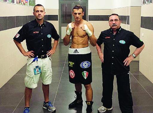 Altin Dedej con i maestri della Boxe Piacenza, Nicola Campanini e Antonio Pellini