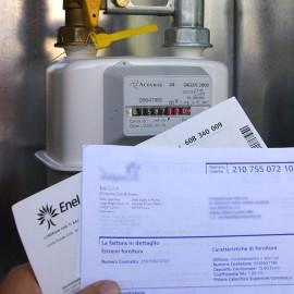 Gas e luce tagliati. Centinaia di famiglie piacentine non pagano