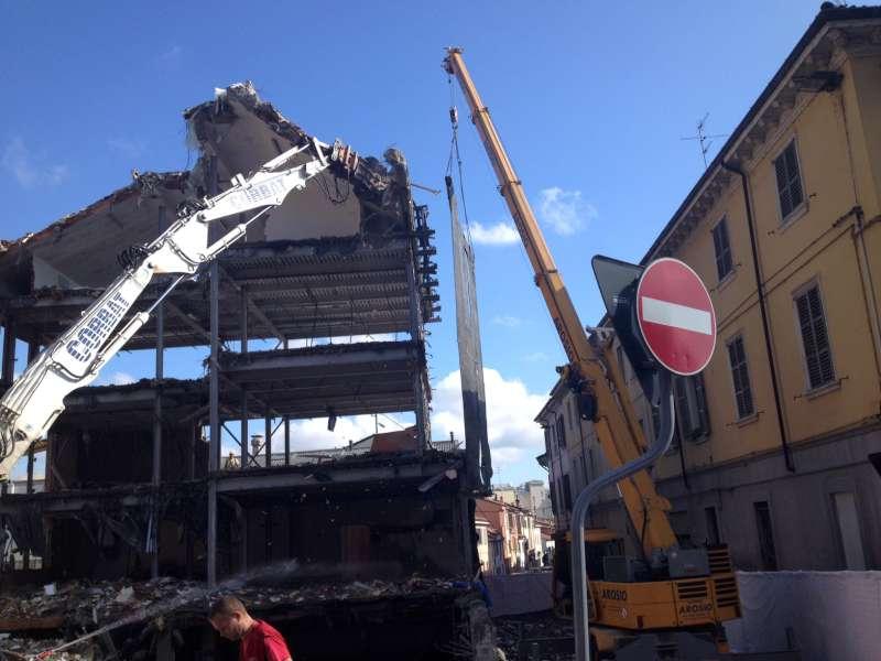 demolizione palazzo ex Enel (13)-800