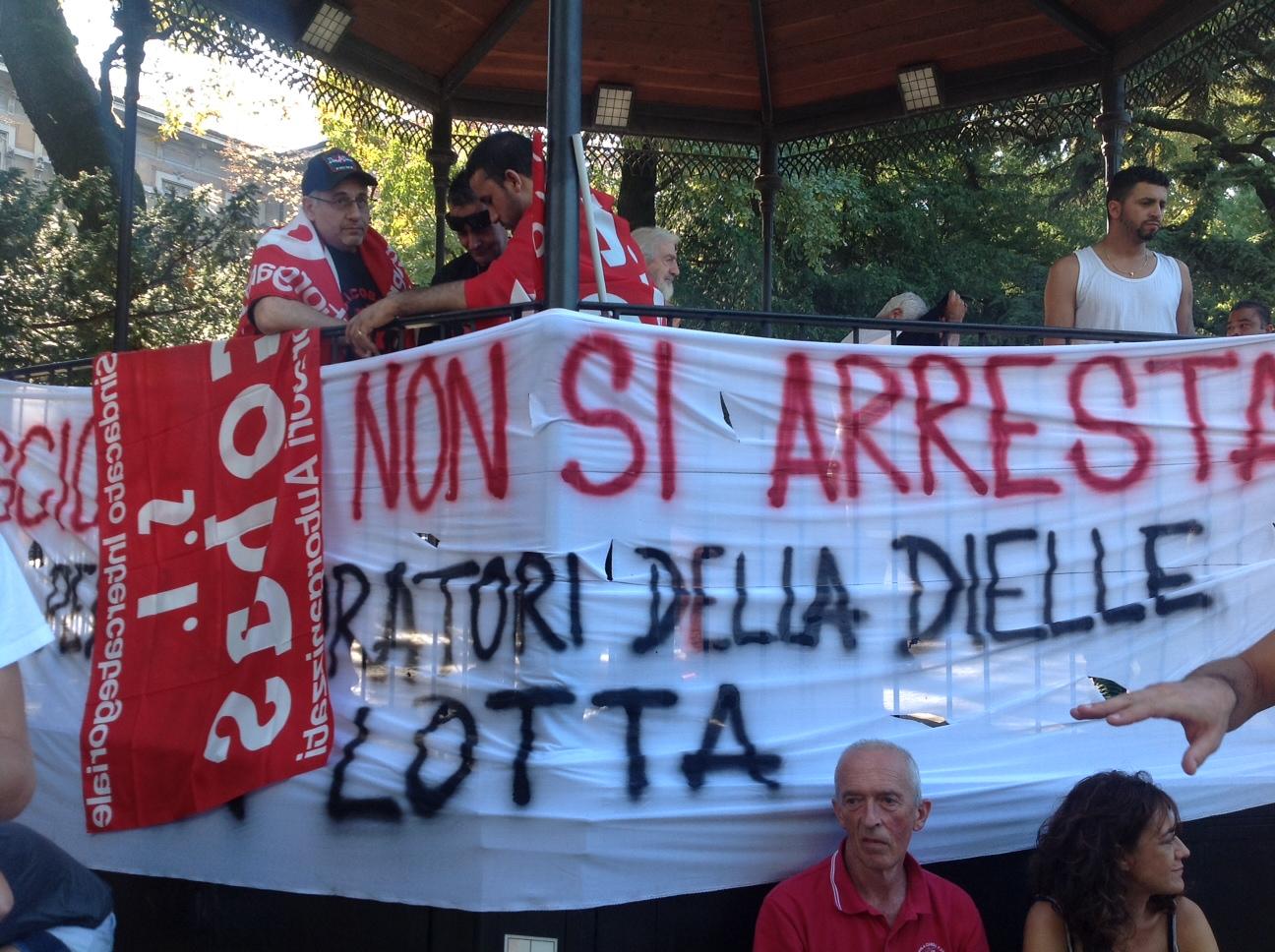 La protesta dei facchini: 800 manifestanti ai giardini Margherita