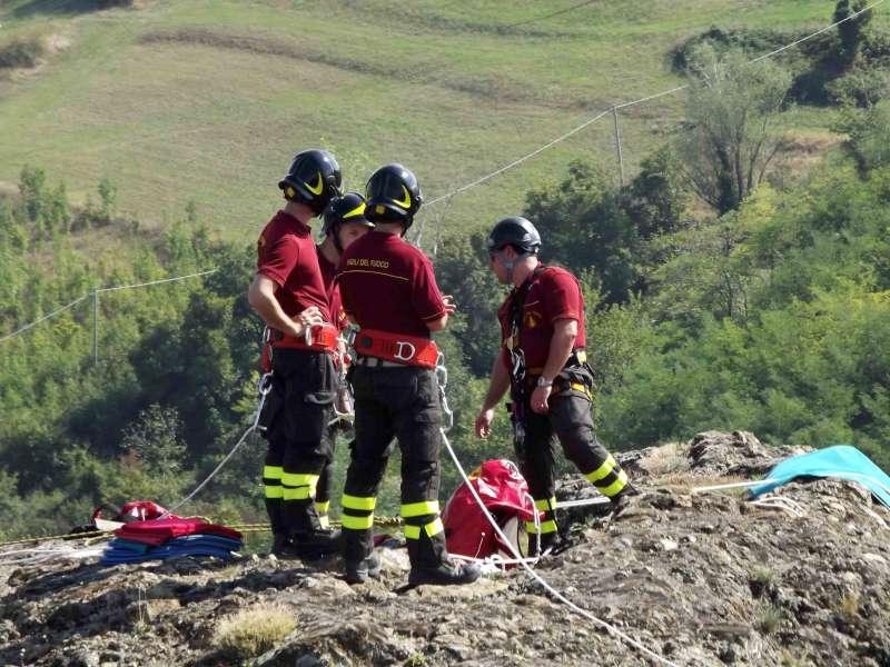 vigili del fuoco alla Pietra Perduca-800