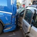 Auto contro camion, altro incidente a La Verza; Statale 45 riaperta