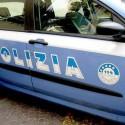 La polizia interviene in via Pozzo: fermato clandestino, un agente ferito