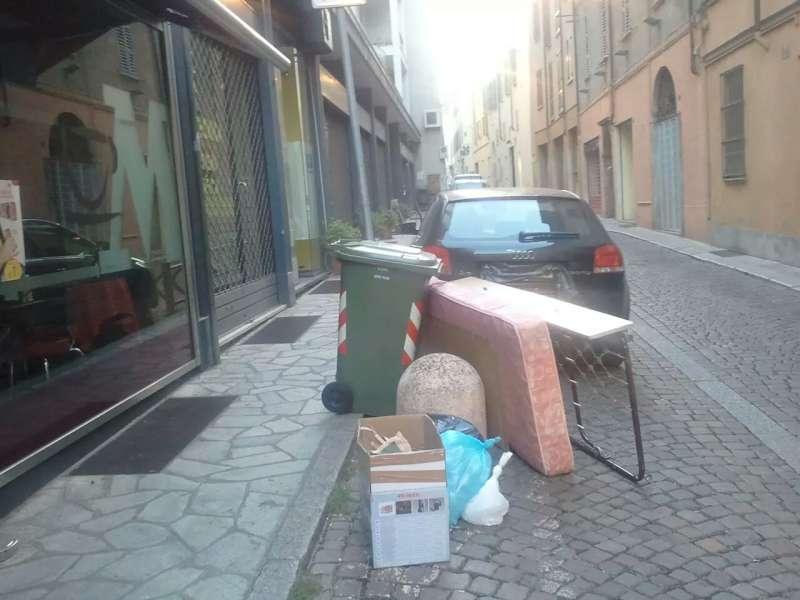 Discarica in via Felice Frasi (2)-800