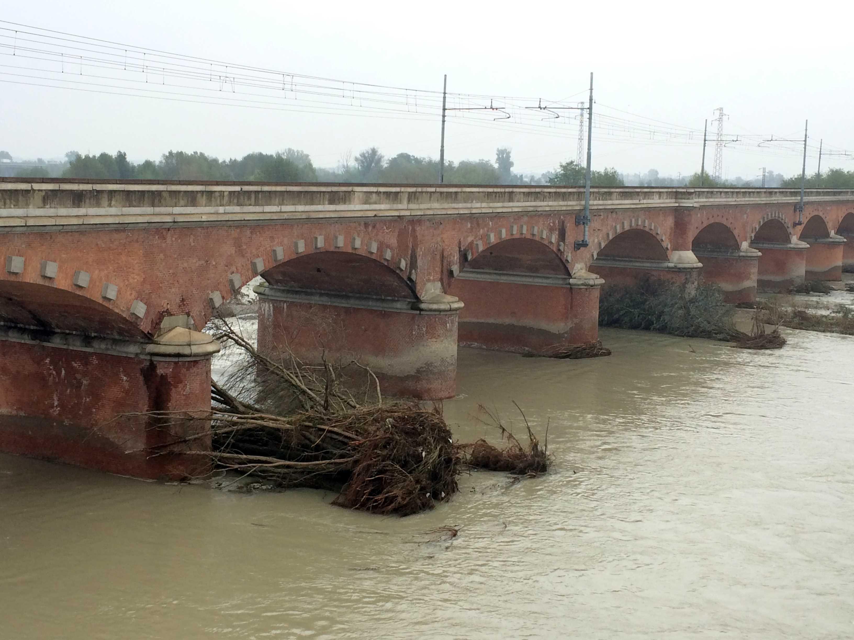 Ponte di san nicol la piena del trebbia riporta il for Disegni di ponte anteriore