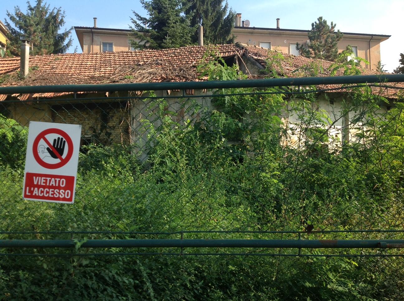 In viale Malta il boschetto risorge: area degradata e tetti pericolanti